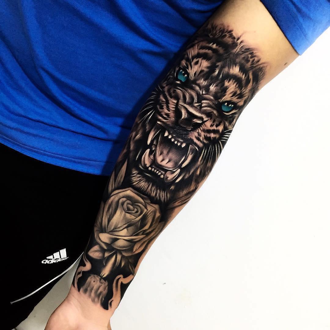 盖先生小臂写实玫瑰虎头纹身图案