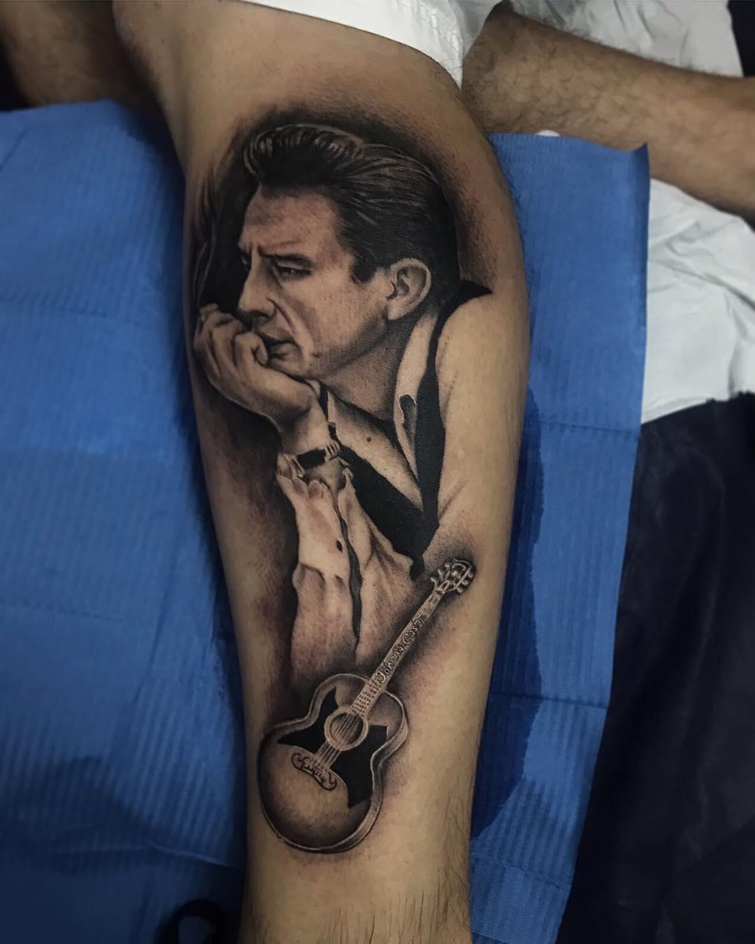 邬先生小腿写实人像吉他纹身图案