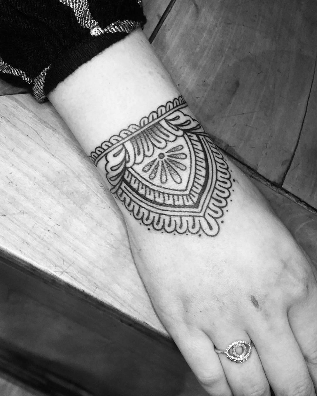 全小姐手腕梵花纹身图案图片
